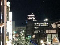 小田原駅とうちゃーく。  電車でたった8分なのに、根府川と小田原じゃ全然駅の周りの風景がちがう。 小田原大都会。