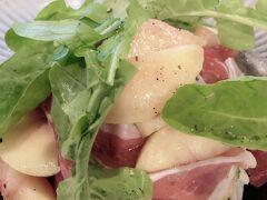 別の日の晩御飯。 レガメントにお邪魔しました。  季節の桃と生ハムのサラダ~