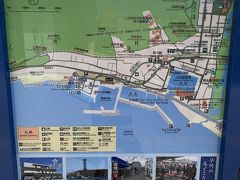 確かに隣には漁港らしき建物が!