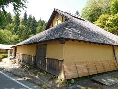 たたら製鉄にまつわる、国の重要有形民俗文化財に指定されている「菅谷たたら山内」に向かいました。