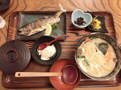夜ご飯!宿も近くのおすすめ教えてもらって行ったら落ち着いた和食屋さんって感じでよかった!  あゆの塩焼きあったー(*´ω`*)大好物