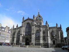 モントリオールなどで見た青い天井の大聖堂だったが、写真は有料ということで目視で見学した。
