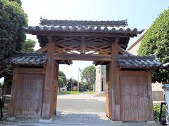 蒲郡市博物館です  先ほどの竹島から、マリンロードを走り、近くにあります。  松平なんとかさんの門・・・中途半端な記憶しかない