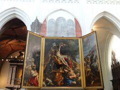 ネロとパトラッシュも見た(はず)、ルーベンスの絵の数々。  この大聖堂は、絵だけではなく現代アート彫刻あり、 地下空間ありの、一種の博物館のような空間でした。