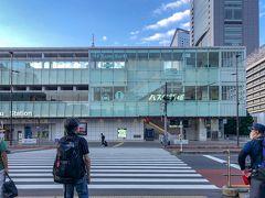 8月14日 金曜の早朝。 4ヶ月ぶりに行く東京の中心部。  地下鉄から地上に行くエスカレーター。 上にあがるのに早くもばててる。  そういやずっと在宅だったんだった。 4ヶ月間、アップダウンは マンションの階段ぐらい。  いくら日帰り登山ができる距離でも 今の自分のスタミナでは ムボーすぎじゃないだろうか。  こーゆーことに今ここで気がつくなんて。 ハハハハハハハ!(°▽°)  はぁー…泣きたい。