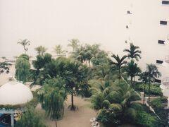 この場所は、宿泊したマラッカの宿の絵葉書が写真と一緒に残っていた。グーグルマップで見ると、いいビーチ・リゾートだ。私は夜、ビーチで一人で泳いだ記憶がある。  Riviera Bay Resort にあり、今はEverly Resort Hotel Malaccaとなっている場所。
