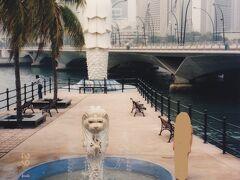 このマーライオンはどこのだろう。今もあるのだろうか? 今のマーライオン公園と同じところかどうか不明。