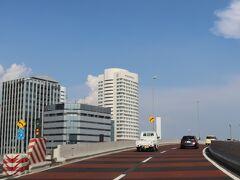 首都高は事故で、神田橋~浜崎橋が渋滞の表示。 竹橋から内回りを選択。  内回りの場合、2つのインターコンチを見ることができる。 霞ヶ関の先でANA東京、そして浜崎橋JCTで東京ベイ。