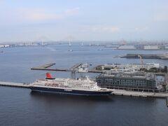 右は横浜港から東京湾。 本日4つ目のインターコンチは横浜Pier8。 横浜ハンマーヘッド、にっぽん丸、飛鳥Ⅱ、横浜ベイブリッジなど。