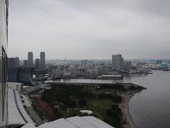 臨港パーク、東神奈川方面。  左端にザ・カハラ・ホテル&リゾート横浜の一部が見える。 2020年9月23日開業予定。