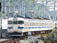 2020.08.23 熊本 載ってきた列車の熊本着は4番線9時01分、そして415系鋼製車受け持ちの331Mが9時05分に6番線に到着する。熊本では長い4両編成。
