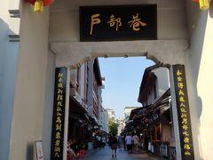 武漢のB級グルメストリート「戸部巷」へ。ここは人が少なかった。