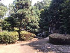愛宕神社を囲んだ公園だと思っていた。 実際行ってみると神社はなかった。 上側、即ち市民会館やテニスコート側からいく道がわからず、適当に細い道があったので降りてみると変なところに見えないように入口があった。 全く不親切だ!