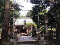 愛宕神社の正面の参道の石段の左隅に小さい祠があった。