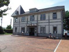 敦賀ムゼウムとは反対側に旧敦賀港驛舎があります。