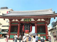 久しぶりに友人に会うために都内へと出た。 仕事以外で都内に行くのは2月以来で、この日の目的地は浅草駅だ。  友人との約束の40分前に駅に到着した私はそのまま、浅草界隈をふらふら。 まずは浅草の顔とも言われる浅草寺へと足を向ける。  浅草寺の雷門の大提灯は10年に一度の頻度で新調されるそうだが、ここ最近は台風などの災害による傷みが早く、今回は7年目にして新しくなっている。 その7年目となったのが今年の4月17日。 緊急事態宣言下だったので大きな奉納式イベントは行われなかったそうだが、高さ3.9m、幅3.3m、重さ700kgの新しい提灯が取り付けられた。