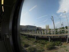 すぐに新幹線接続駅の新青森へ。 ここで新幹線への乗り換え客がどっと降りる。
