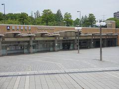 ●大阪メトロ 鶴見緑地駅  早く中に入りましょう。 汗がとまりません~!