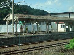 弘南鉄道大鰐線の終点、大鰐駅。古めかしいホームの屋根がイイなあ。 JRの駅も同じ場所にあるがこちらは「大鰐温泉駅」