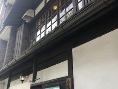 お昼ご飯は京都御所前にある「花もも」へ  人気店だけあってウェイティングボードには8組以上の先客名があり、浴衣姿の娘達を涼しい車内に残して、私と主人が交代で順番を待ちました 結局1時間は待ったでしょうか、待っている間に汗だくになりました