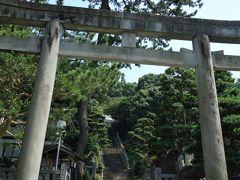 貴船神社。 寛平元(889)年に創建された、漁港を見下ろす高台に鎮座する古社です。 毎年7月に行われる貴船祭りは日本三船祭りのひとつで、国の重要無形民俗文化財に指定されています。 石段は煩悩の数と同じ108段