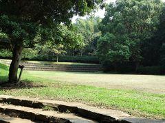 荒井城址公園。 真鶴駅から約5分の高台に在る緑地公園で、枝垂れ桜で有名なのだそうです。 後三年の役(1803年)に源義家に従って活躍した荒井実継の居城が在った所で、空堀跡が残るそうですが、見つける事は出来ませんでした