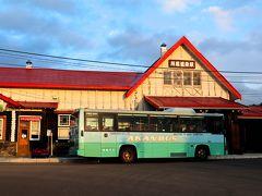 三角屋根が特徴のクラシックな駅舎、川湯温泉の玄関口「JR川湯温泉駅」 くりーむ童話から5分程で到着しました。