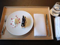 ルームサービスで日光片山酒造大吟醸酒粕チーズケーキ。