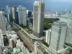 1970年に完成した高層ビル。 短い間ですが日本一高いビルだった時期もあったそうです。 周りにさえぎる建物もなかったから、さぞかし展望台からの景色は素晴らしかったのだろうと思います。 残念ながら老朽化もあり、来年度には解体されるそうです。  望んでいるのは築地方面。 築地市場があったところは更地になってしまっています。