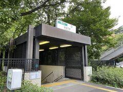 御成門駅から都営三田線に乗りました。