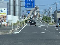 江島大橋を渡って