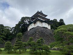 参観ルートの中の一つ目の建物、『富士見櫓(ふじみやぐら)』 どこから見ても同じ形に見えるため八方正面の櫓とも呼ばれているようです。
