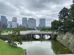 二重橋から石橋が見えます