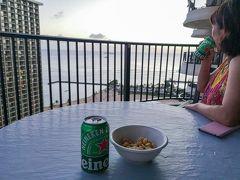 部屋に戻って、ラナイで夕日を見ながら冷えたビールを頂きます!