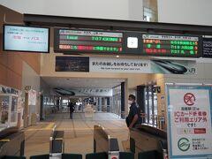 4日目。今日は松前に行く。いさり火鉄道で木古内まで行き(1時間)、バスに乗り換えるのだ。函館駅のホームで、いさり火鉄道の切符はどこで買うのかキョロキョロしてしまった。写真には写っていないけど、改札の向かって左側に専用の自販機がありました。