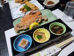 その後、天草下田温泉郷にある「海王亭」にチェックイン。 夕ご飯はワタリガニやお造りなど、新鮮な魚介類を頂きました^^ 全て天草で獲れたお魚だそうです。