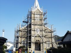 カトリック崎津教会です。 補修工事中でしたが、中の見学は可能でした。 今でも使われている教会なので、見学は事前予約が必要です。 ネットで予約できます。そして中は写真撮影不可です。