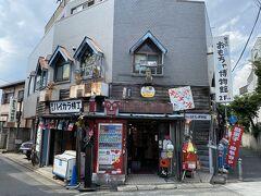駅から少し歩くと帝釈天への参道が始まります。 このようなお店がありました。 店内の写真はありませんが、昔懐かしい駄菓子も売っていました。