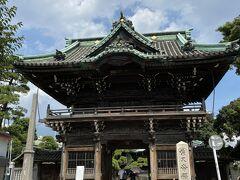参道を抜けると目の前に柴又帝釈天が。 帝釈天は日蓮宗の寺院です。 1629年に創建されたそうです。