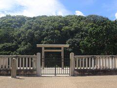土師ノ里駅からすぐ、允恭天皇陵。 允恭天皇は仁徳天皇の3番目の皇子で19代天皇とされます。 中国の史書に記録にある「倭王済」とも考えられています。