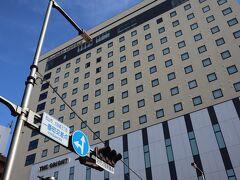 大街道交差点 存在感あるカンデオホテルズ松山