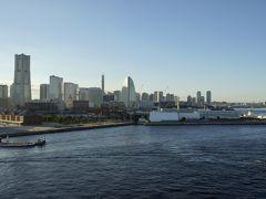 出港前にキャビンから眺めた横浜港の風景です。
