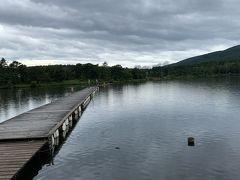 時間が早かったので途中にあるバラギ湖に寄りました。近くにキャンプ場があり、湖では釣りやボートが楽しめるようです。釣った魚をバーベキューするのも良いなぁ。