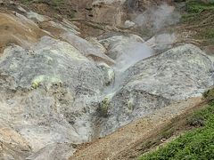 万座温泉の名勝空吹。ガスがモクモクと噴き出しているのには圧巻ですね。