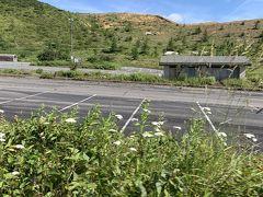 山田峠から草津温泉へと降ります。今度は反対側からの白根山方向です。