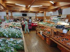 販売所はそれほど大きくないが、この辺の名産物って何があるのでしょうか?野菜類は新鮮ですね。しかも安い。