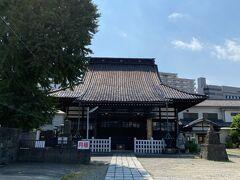 この辺りにはたくさんの寺院がありますが、こちらは法禅寺。 浄土宗の寺院です。