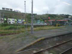 ようやく、ここまで来ました。 南稚内駅も、幌延駅にホームの扱いが近く、1番ホームと2番ホームがありますが、稚内行きであっても、行き違いがなければ、左側通行にこだわらず、駅舎から出てすぐのところにある1番ホームに発着します。