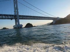 大鳴門橋も観光船から見ると一段と迫力が増します。