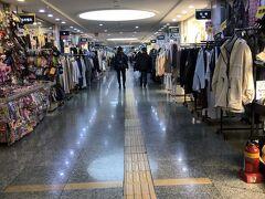 GOTO MALLへ。 この前日に、ここと直結してる新世界百貨店でコロナ感染者が出た影響もあってか、いまだかつてない人の少なさ…。いつもなら、人が多すぎて歩けないくらいやのに。